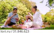 Купить «family eating sandwiches on picnic at summer park», видеоролик № 31846623, снято 21 июля 2019 г. (c) Syda Productions / Фотобанк Лори