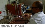 Купить «Side view of mature male worker working in glass factory 4k», видеоролик № 31847631, снято 5 октября 2018 г. (c) Wavebreak Media / Фотобанк Лори