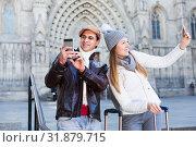Купить «couple in the historic center with camera in hats», фото № 31879715, снято 18 ноября 2017 г. (c) Яков Филимонов / Фотобанк Лори