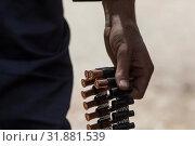 Купить «Военнослужащий несет в руках пулеметную ленту с патронами от крупнокалиберного пулемета», фото № 31881539, снято 30 июля 2019 г. (c) Николай Винокуров / Фотобанк Лори