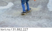 Купить «Low section of young man practicing skateboarding trick on ramp in skateboard park 4k», видеоролик № 31882227, снято 16 октября 2018 г. (c) Wavebreak Media / Фотобанк Лори