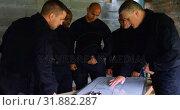 Купить «Military soliders discussing their plan 4k», видеоролик № 31882287, снято 27 июня 2018 г. (c) Wavebreak Media / Фотобанк Лори