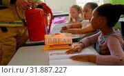 Купить «Caucasian male firefighter teaching schoolkids about fire safety in classroom 4k», видеоролик № 31887227, снято 10 ноября 2018 г. (c) Wavebreak Media / Фотобанк Лори