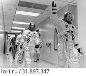 Купить «USA Capr Canaveral -- 16 Jul 1969 -- Apollo 11 Commander Neil Armstrong walks to the Saturn V rocket at Cape Canaveral with Michael Collins (centre) and...», фото № 31897347, снято 11 декабря 2019 г. (c) age Fotostock / Фотобанк Лори
