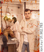 Купить «Focused guy in escape room with traces of blood», фото № 31902783, снято 8 октября 2018 г. (c) Яков Филимонов / Фотобанк Лори