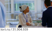 Купить «Asian businesswoman listening at business people talking 4k», видеоролик № 31904939, снято 21 ноября 2018 г. (c) Wavebreak Media / Фотобанк Лори