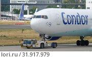 Купить «Airplane towing to service», видеоролик № 31917979, снято 20 июля 2017 г. (c) Игорь Жоров / Фотобанк Лори