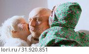 Купить «Children kissing their father in living room 4k», видеоролик № 31920851, снято 28 мая 2018 г. (c) Wavebreak Media / Фотобанк Лори