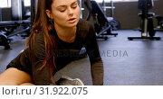 Купить «Woman exercising in fitness studio 4k», видеоролик № 31922075, снято 26 июня 2018 г. (c) Wavebreak Media / Фотобанк Лори