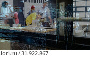 Купить «Time lapse of an office while people come and go», видеоролик № 31922867, снято 27 марта 2019 г. (c) Wavebreak Media / Фотобанк Лори