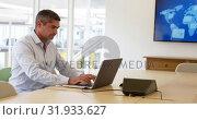Купить «Businessman using laptop in a modern office 4k», видеоролик № 31933627, снято 10 января 2019 г. (c) Wavebreak Media / Фотобанк Лори