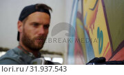 Купить «Graffiti artist painting with marker on the wall 4k», видеоролик № 31937543, снято 4 февраля 2019 г. (c) Wavebreak Media / Фотобанк Лори