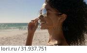 Купить «Woman in sunglasses standing on the beach 4k», видеоролик № 31937751, снято 8 февраля 2019 г. (c) Wavebreak Media / Фотобанк Лори