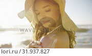 Купить «Woman applying sunscreen lotion on the beach 4k», видеоролик № 31937827, снято 24 января 2019 г. (c) Wavebreak Media / Фотобанк Лори