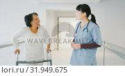 Купить «Young doctor greeting senior female patient using a walking frame in hospital 4k», видеоролик № 31949675, снято 10 марта 2019 г. (c) Wavebreak Media / Фотобанк Лори
