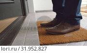 Купить «Man entering in a comfortable home 4k», видеоролик № 31952827, снято 12 марта 2019 г. (c) Wavebreak Media / Фотобанк Лори