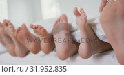 Купить «Family feet under blanket on bed in bedroom at comfortable home 4k», видеоролик № 31952835, снято 12 марта 2019 г. (c) Wavebreak Media / Фотобанк Лори