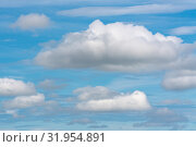 Купить «Белые облака на фоне синего неба», фото № 31954891, снято 20 июля 2019 г. (c) А. А. Пирагис / Фотобанк Лори