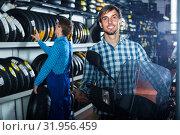 Купить «man customer buying motorcycle», фото № 31956459, снято 24 августа 2019 г. (c) Яков Филимонов / Фотобанк Лори