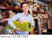 Купить «Female keep in hand colored carpet in interior shop», фото № 31957583, снято 22 ноября 2017 г. (c) Яков Филимонов / Фотобанк Лори