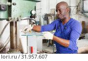 Купить «Glad man working on glass drilling machine», фото № 31957607, снято 16 мая 2018 г. (c) Яков Филимонов / Фотобанк Лори