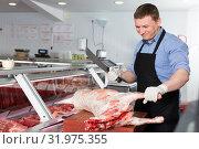 Купить «Butcher cutting lamb carcass», фото № 31975355, снято 20 апреля 2018 г. (c) Яков Филимонов / Фотобанк Лори