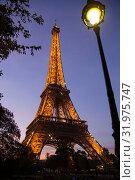 Bottom night view of Eiffel Tower (2018 год). Редакционное фото, фотограф Яков Филимонов / Фотобанк Лори