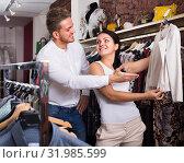 Купить «couple buying jacket at boutique», фото № 31985599, снято 24 октября 2016 г. (c) Яков Филимонов / Фотобанк Лори