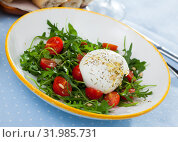 Купить «Salad with burrata italian cheese, cherry tomatoes and arugula green leaf», фото № 31985731, снято 6 июня 2020 г. (c) Яков Филимонов / Фотобанк Лори