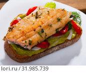 Slice of bread with roasted trout fillet. Стоковое фото, фотограф Яков Филимонов / Фотобанк Лори