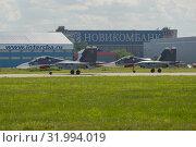 Купить «Два многоцелевых истребителя Су-30СМ  на взлетной полосе аэропорта Жуковский летним днем. Фрагмент авиашоу МАКС-2017», фото № 31994019, снято 20 июля 2017 г. (c) Виктор Карасев / Фотобанк Лори
