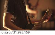 A man playing electric guitar at the concert. Стоковое видео, видеограф Константин Шишкин / Фотобанк Лори