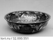 Купить «Bowl, Edo period (1615–1868), ca. 1780, Japan, White porcelain decorated with blue under the glaze, polychrome enamels (Arita ware), H. 3 1/2 in. (8.9 cm), Diam. 13 in. (33 cm), Ceramics», фото № 32000551, снято 8 мая 2017 г. (c) age Fotostock / Фотобанк Лори