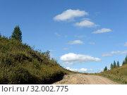 Купить «Западная Сибирь. Дорога в предгорьях Алтайских гор», фото № 32002775, снято 5 сентября 2018 г. (c) Free Wind / Фотобанк Лори