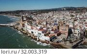 Купить «Video of aerial view of mediterranean resort town Sitges, Spain», видеоролик № 32003319, снято 27 апреля 2018 г. (c) Яков Филимонов / Фотобанк Лори