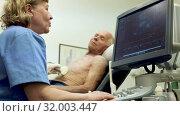 Купить «Female doctor using ultrasound scan examining male patient in modern hospital», видеоролик № 32003447, снято 7 июня 2019 г. (c) Яков Филимонов / Фотобанк Лори
