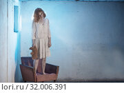 Купить «scary girl in white dress from horror film in room», фото № 32006391, снято 28 июля 2019 г. (c) Майя Крученкова / Фотобанк Лори