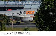 Купить «Airbus 320 approaching over ocean», видеоролик № 32008443, снято 2 декабря 2018 г. (c) Игорь Жоров / Фотобанк Лори