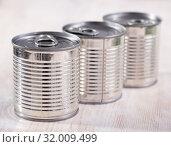 Купить «Closed silver tin can», фото № 32009499, снято 6 июля 2020 г. (c) Яков Филимонов / Фотобанк Лори