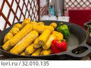 Купить «Steamed corn cobs cooking, smorgasbord», фото № 32010135, снято 3 мая 2019 г. (c) Tryapitsyn Sergiy / Фотобанк Лори