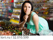sexy brunette female posing in the store with lolly. Стоковое фото, фотограф Яков Филимонов / Фотобанк Лори