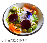 Купить «Appetizing salad with endive, palms hearts, avocado and radish», фото № 32010711, снято 26 августа 2019 г. (c) Яков Филимонов / Фотобанк Лори