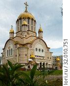 Купить «Cathedral with golden domes is landmark of Fagaras», фото № 32010751, снято 17 сентября 2017 г. (c) Яков Филимонов / Фотобанк Лори