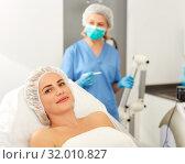 Купить «Girl expects plastic surgery in aesthetic cosmetology clinic», фото № 32010827, снято 14 марта 2019 г. (c) Яков Филимонов / Фотобанк Лори