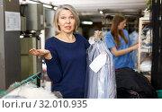 Купить «Woman disagree with price of service», фото № 32010935, снято 22 января 2019 г. (c) Яков Филимонов / Фотобанк Лори