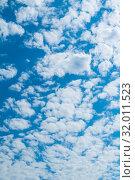 Купить «Голубое небо с облаками. Небесный закатный пейзаж. Blue sky background - white colorful clouds lit by day sunlight», фото № 32011523, снято 24 мая 2019 г. (c) Зезелина Марина / Фотобанк Лори
