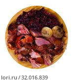 Купить «Baked pork knuckle with red cabbage and baked onion served at plate», фото № 32016839, снято 28 мая 2020 г. (c) Яков Филимонов / Фотобанк Лори