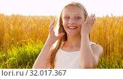Купить «smiling young girl on cereal field in summer», видеоролик № 32017367, снято 4 августа 2019 г. (c) Syda Productions / Фотобанк Лори