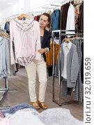 Купить «Woman shopping in clothing boutique», фото № 32019659, снято 10 октября 2018 г. (c) Яков Филимонов / Фотобанк Лори