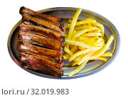 Pork barbeque ribs with french fries served with ketchup. Стоковое фото, фотограф Яков Филимонов / Фотобанк Лори